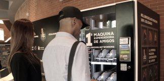MÁQUINA EXPENDEDORA DE AMIGOS